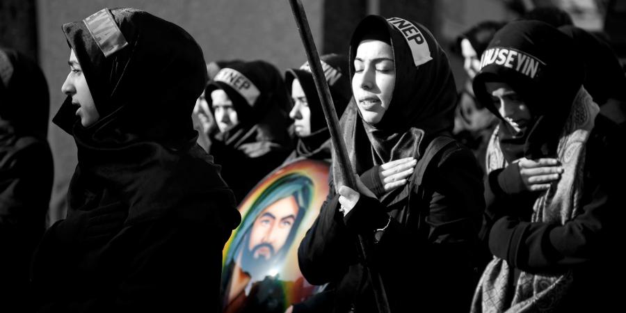 Женская траурная процессия по Имаму Хусейну в день Ашуры, Кербела, Ирак