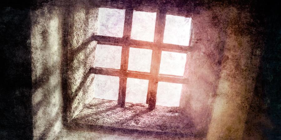 Камера для заключённых в старой каменной тюрьме