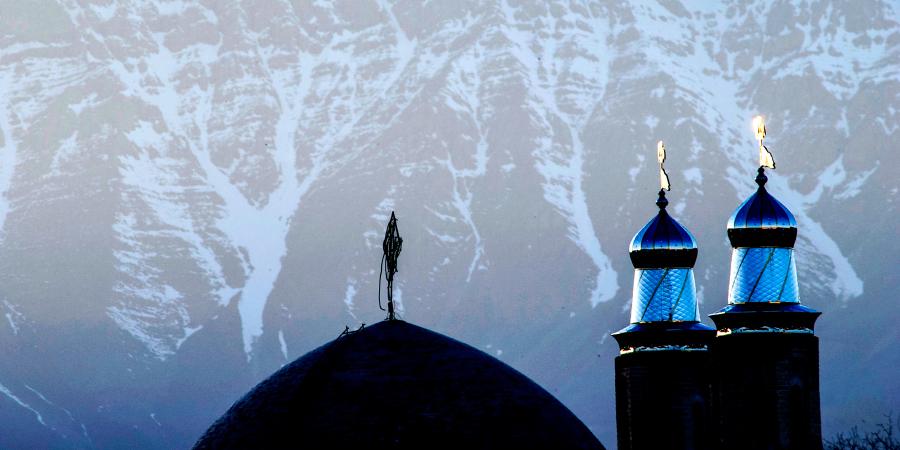 Мечеть в заснеженных горах, Иран