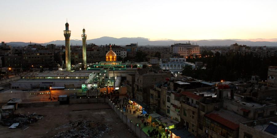 Вечерний вид на харам Зайнаб бинт Али, Дамаск, Сирия