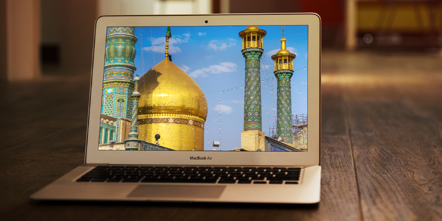 Купол харама Фатимы Масумы на экране макбука