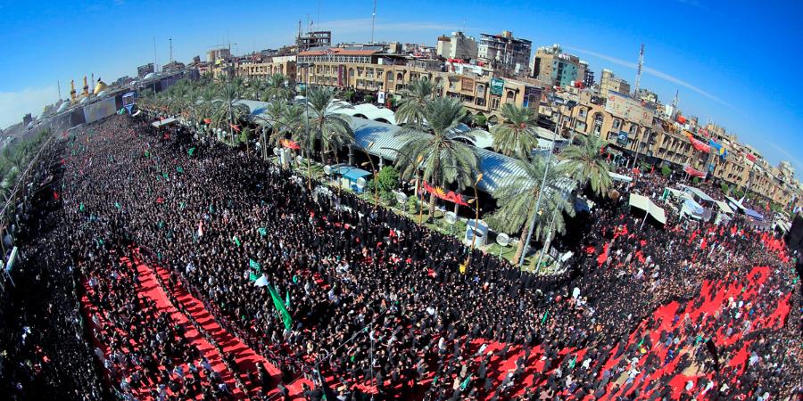 Широкоугольная панорама траурной церемонии по Имаму Хусейну в Кербеле, Ирак