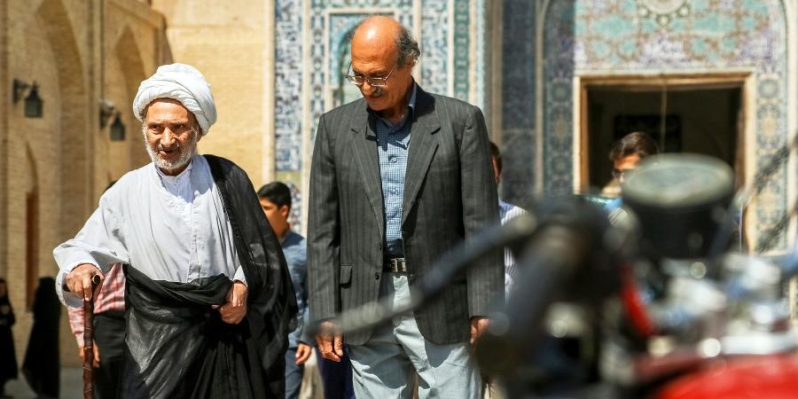 Шиитский учёный, идущий по своим делам, Йезд, Иран