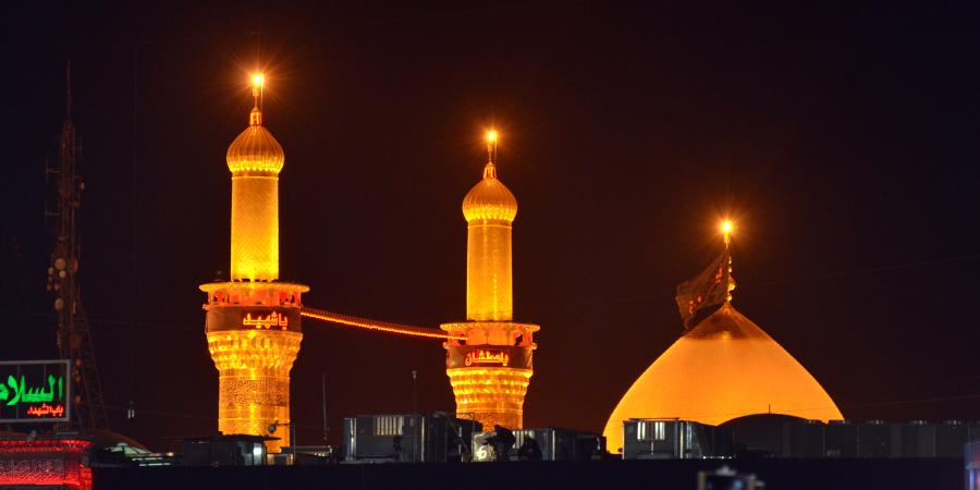 Минареты и купол харама Имама Хусейна ночью. Фото: Shia.world