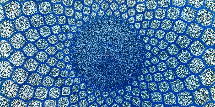 Голубой орнамент на куполе мечети, Исфахан, Иран