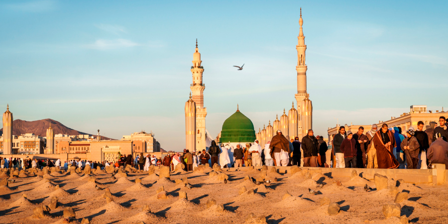 Вид на Мечеть Пророка с кладбища Джаннат аль-Баки, Медина, Саудовская Аравия