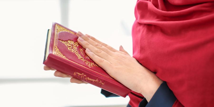 История из жизни Фидды, служанки Фатимы Захры, разговаривавшей лишь аятами Корана