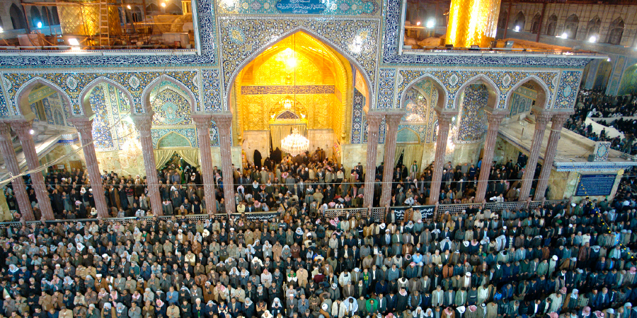 Коллективная молитва возле харама Имама Хусейна, Кербела, Ирак