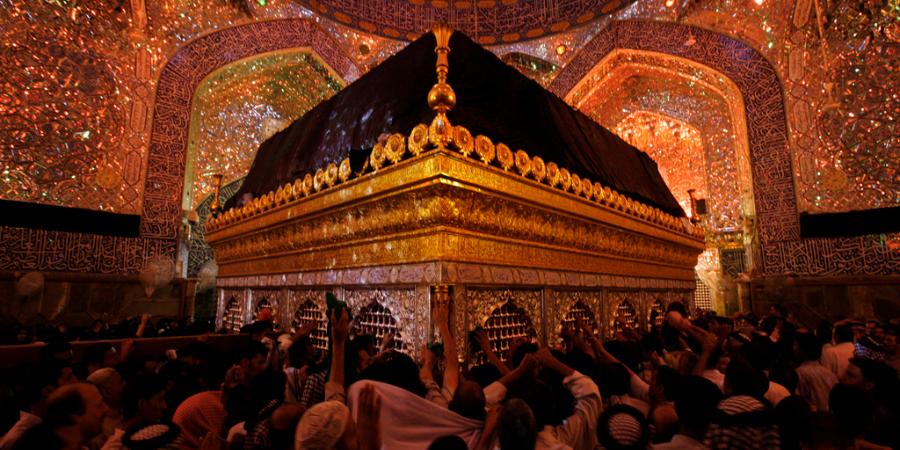 Паломники у гробницы Имама Али, Наджаф, Ирак