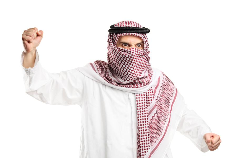 Разъярённый араб в национальной одежде