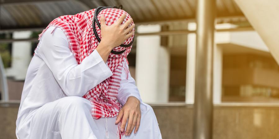 Удручённый араб