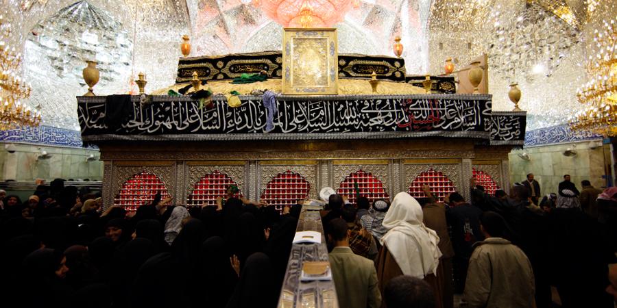 Паломники, собравшиеся у гробницы Имама Хусейна, Кербела, Ирак