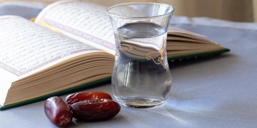 Коран, финики и вода