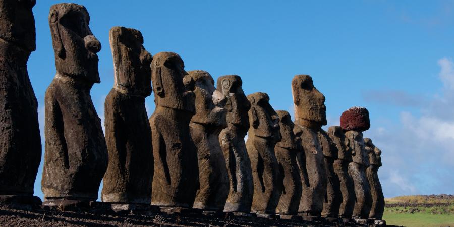 Каменные истуканы на Острове Пасхи