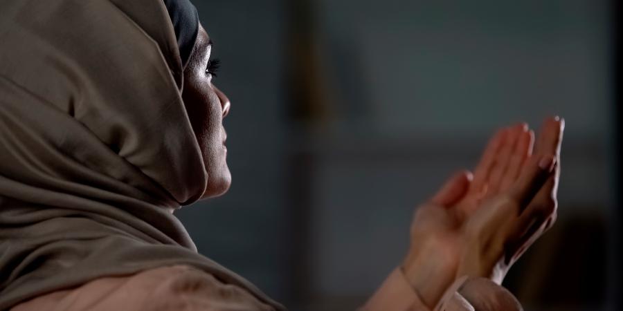 Мусульманка во время молитвы
