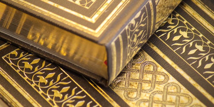 Две золотые копии Священного Корана